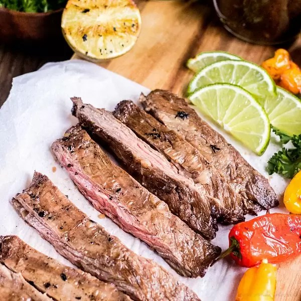 sliced grilled skirt steak, sweets peppers and limes