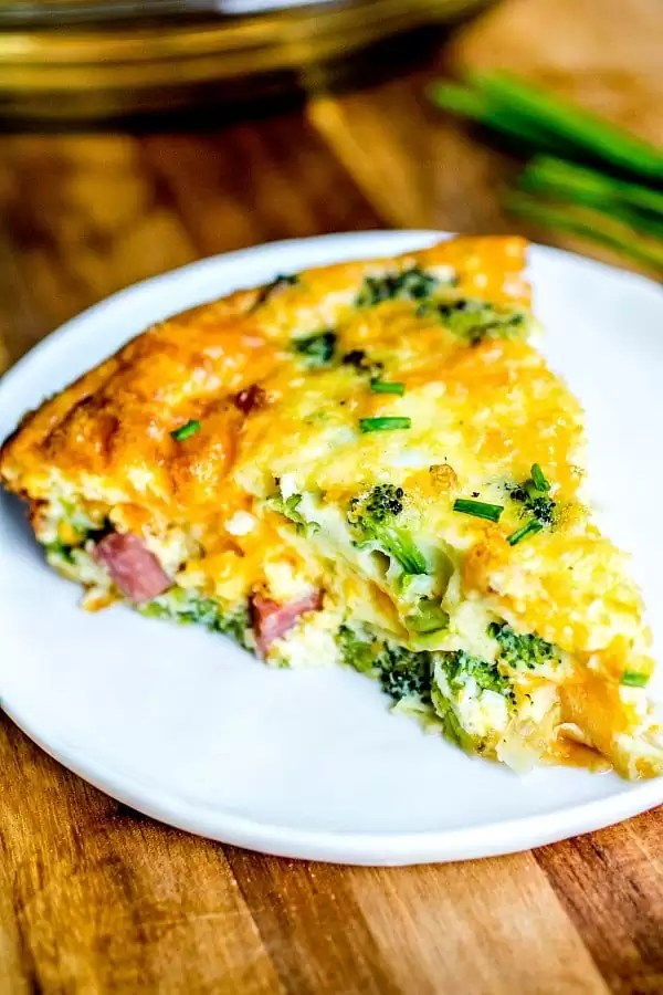 low carb quiche with ham, cheese and broccoli