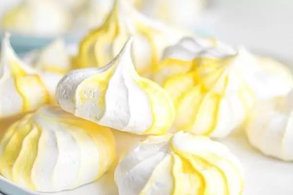 Lemon Meringue Cookies with yellow swirl