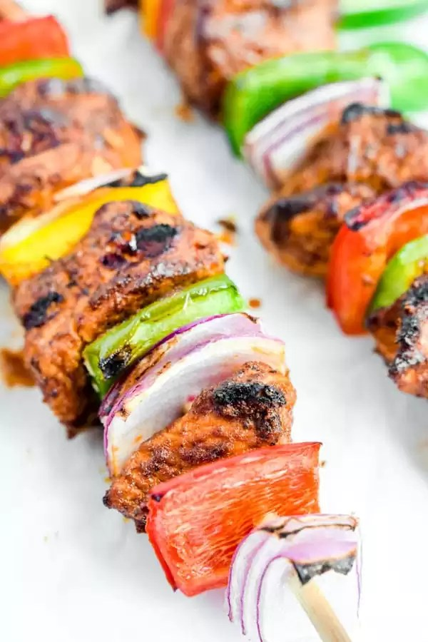 grilled chicken fajita skewers with peppers
