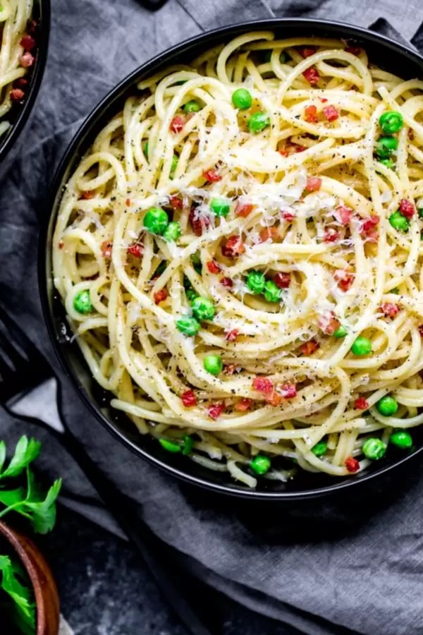 creamy pasta carbonara in a bowl