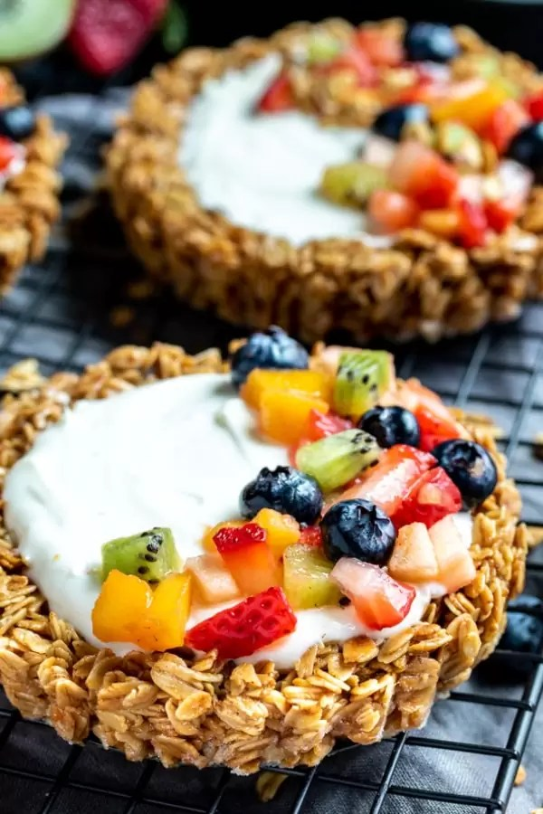 Granola Fruit Tart easy healthy desert made with yogurt