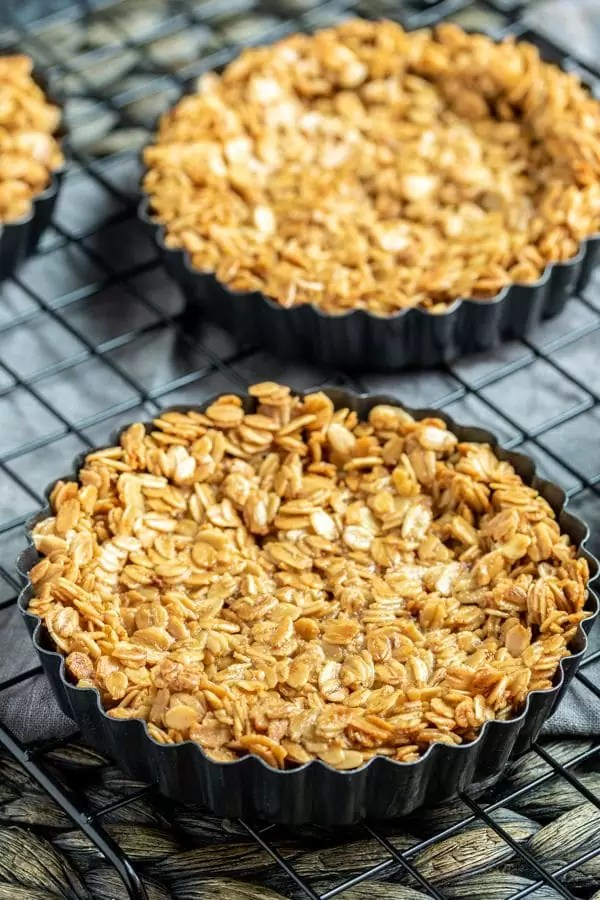 mini Granola Fruit Tart granola crust