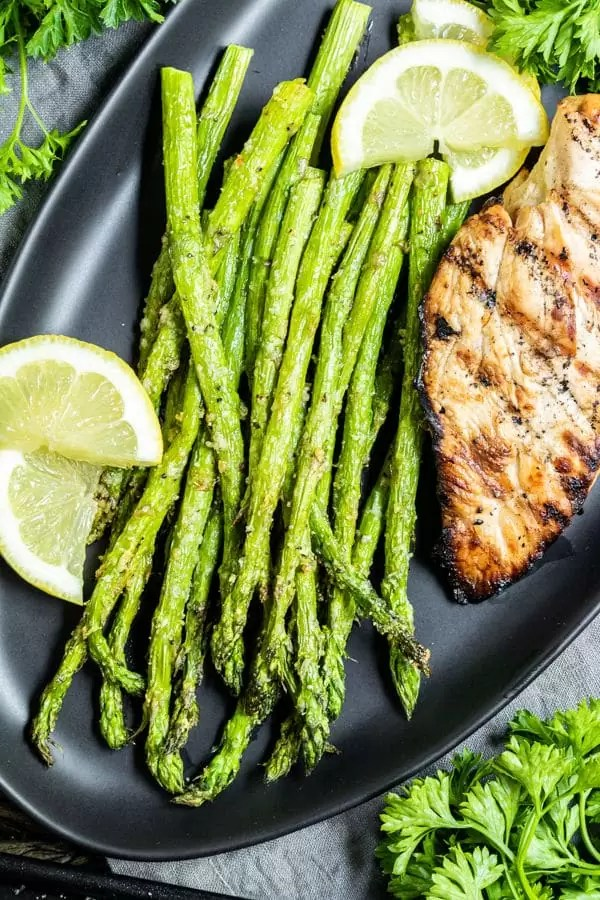 Air Fryer Asparagus with lemon wedges