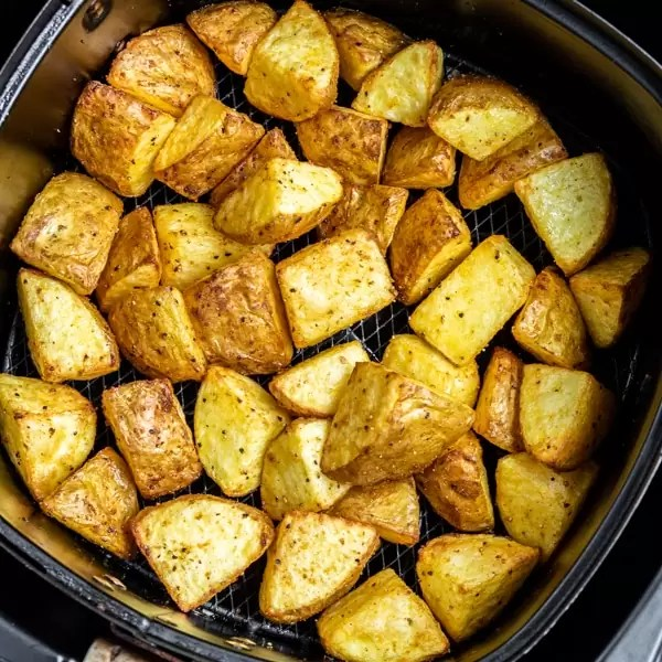 air fryer basket with Crispy Air Fryer Potatoes
