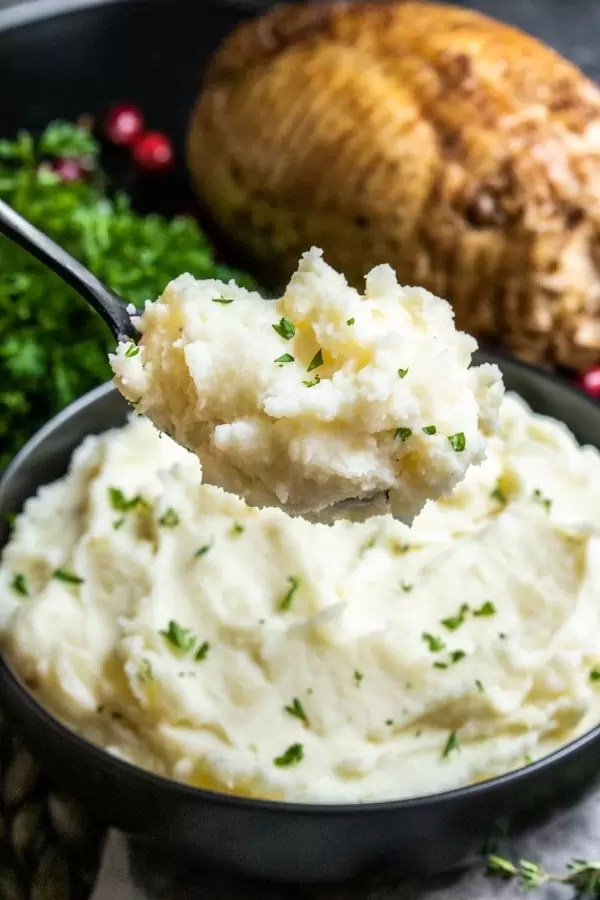 Instant Pot Mashed Potatoes on a spoon