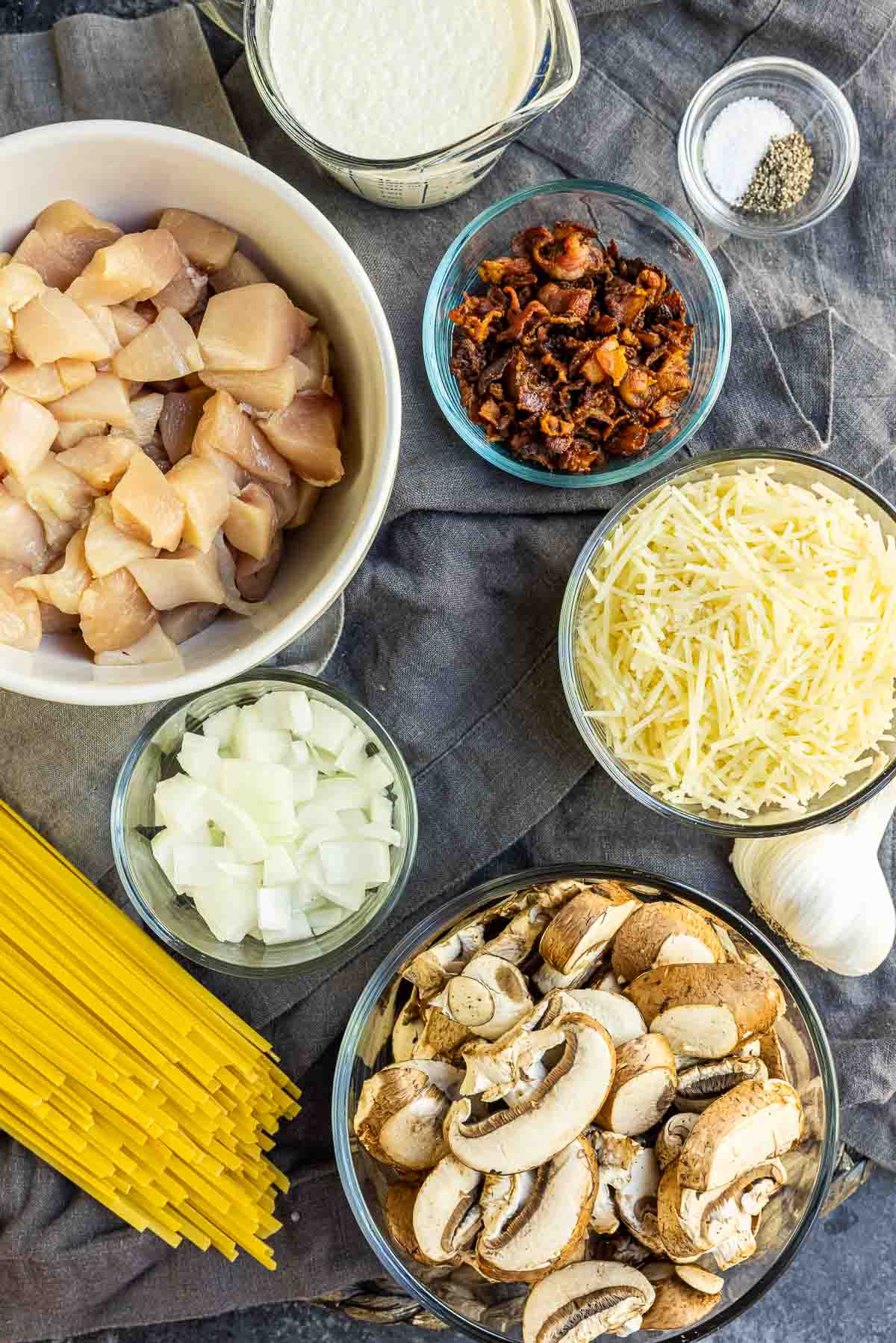 Creamy Chicken and Bacon Pasta ingredients