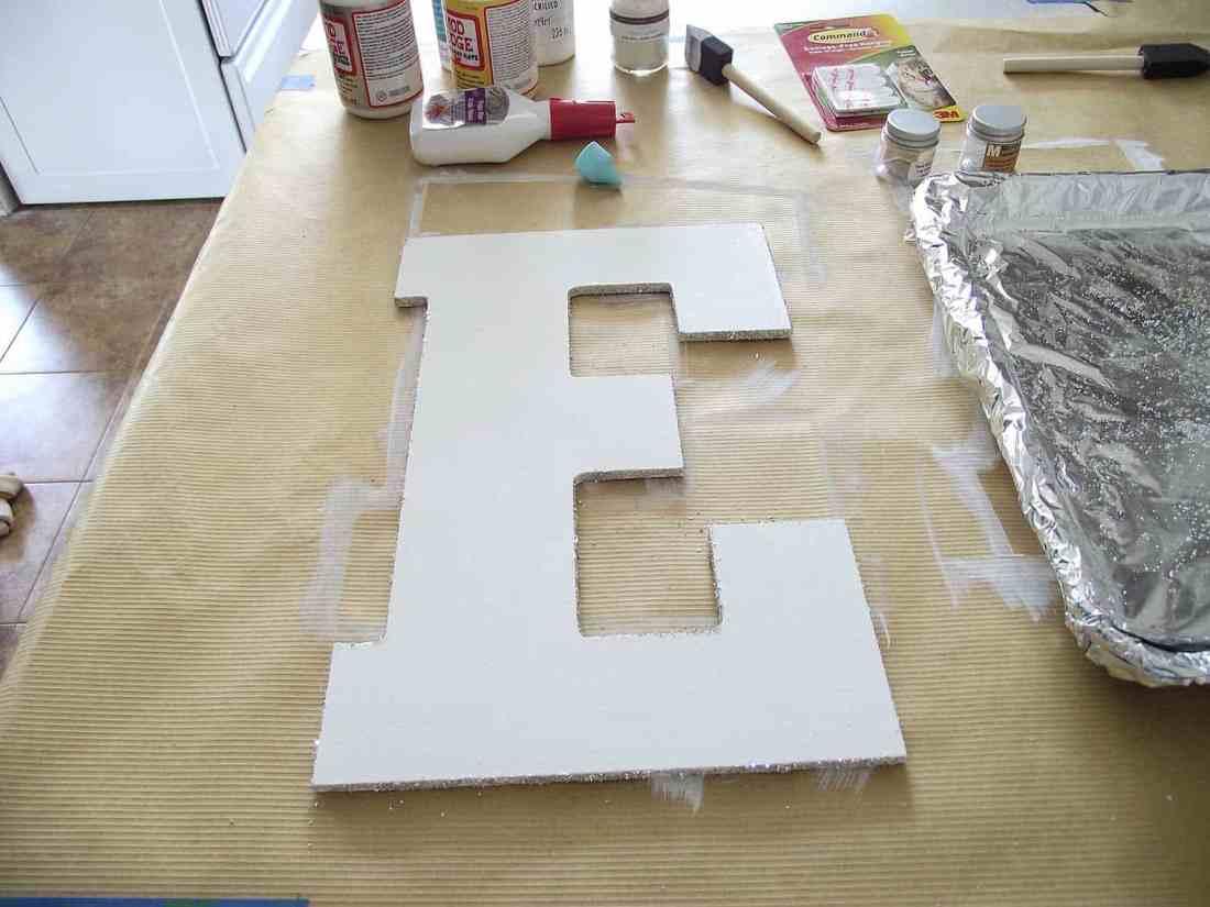 glitter on only edges of letter E for sign