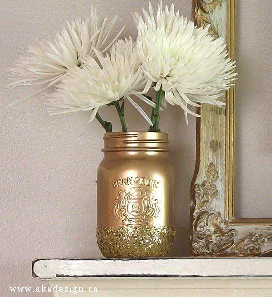 DIY Gold Glitter Mason Jars That Make Pretty Vases