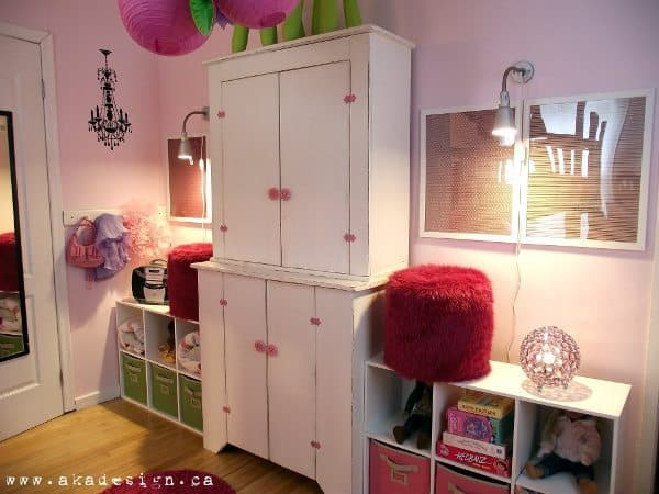 girls room shelves