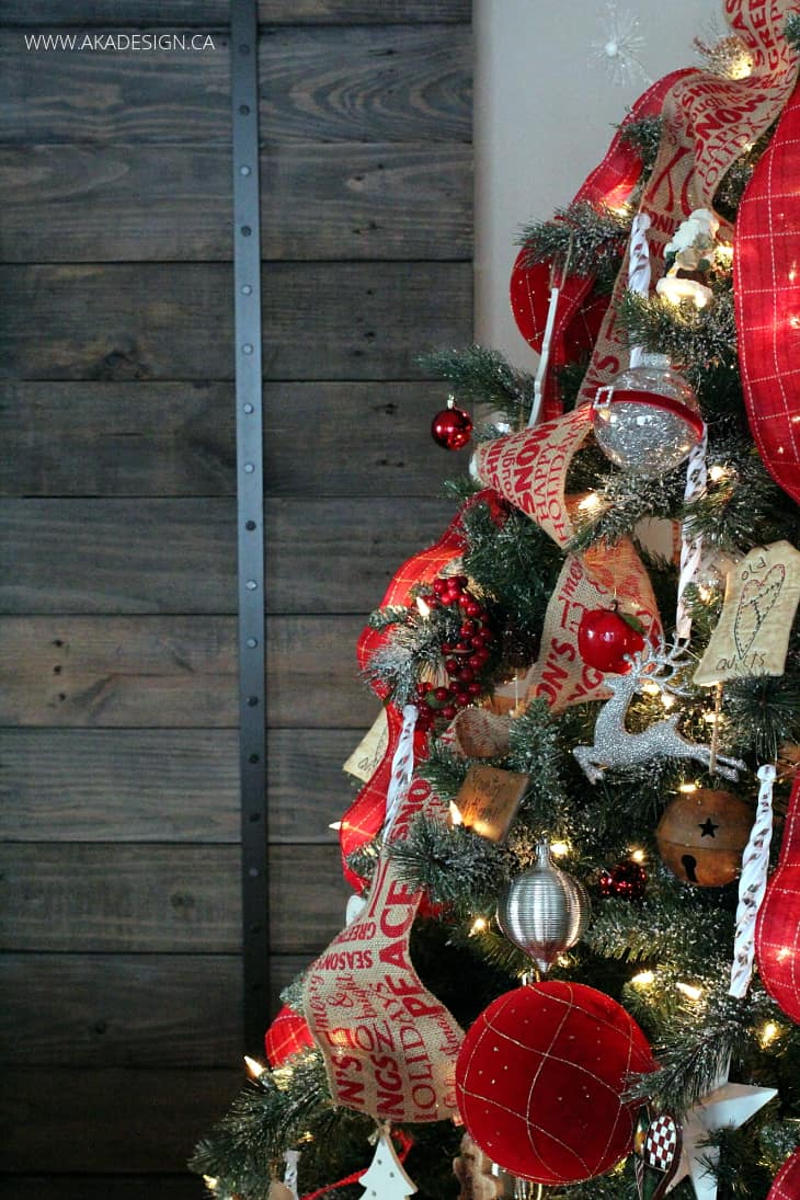 RUSTIC BARN DOOR CHRISTMAS TREE
