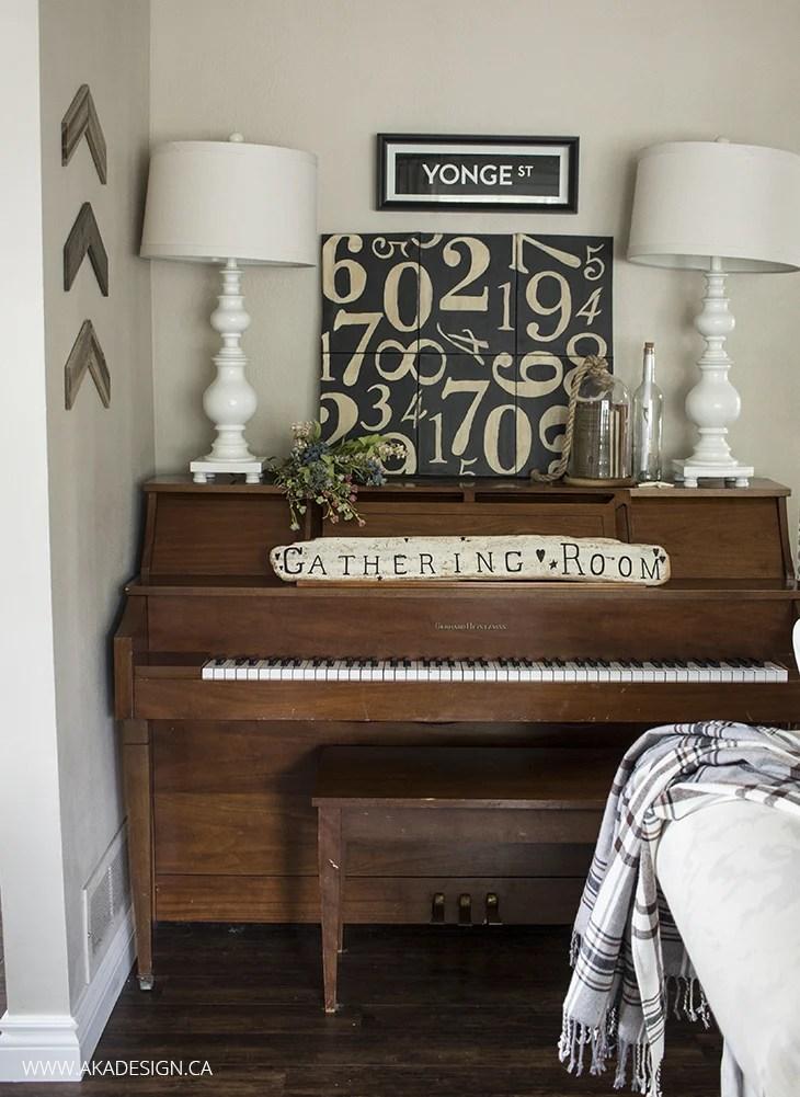 Piano - Yonge St Sign