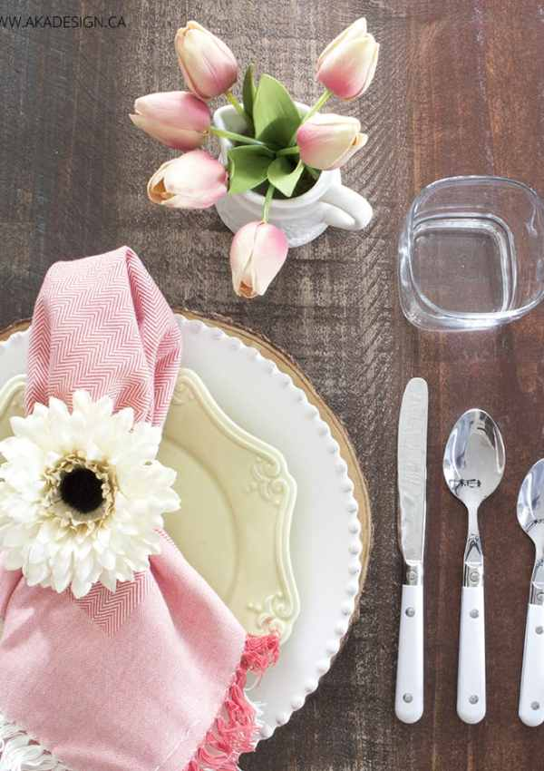 Pretty and Quick Easter Table Setting – How To Create It
