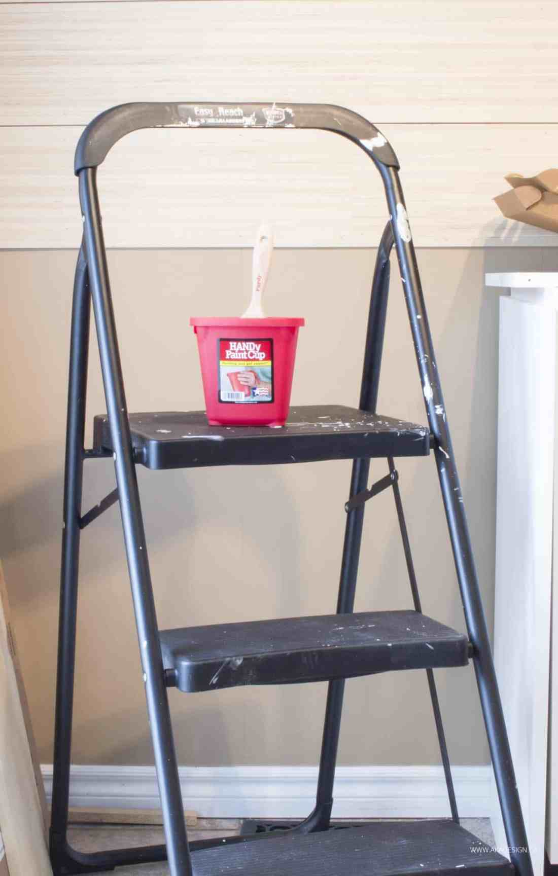 HANDy Paint Cup on ladder