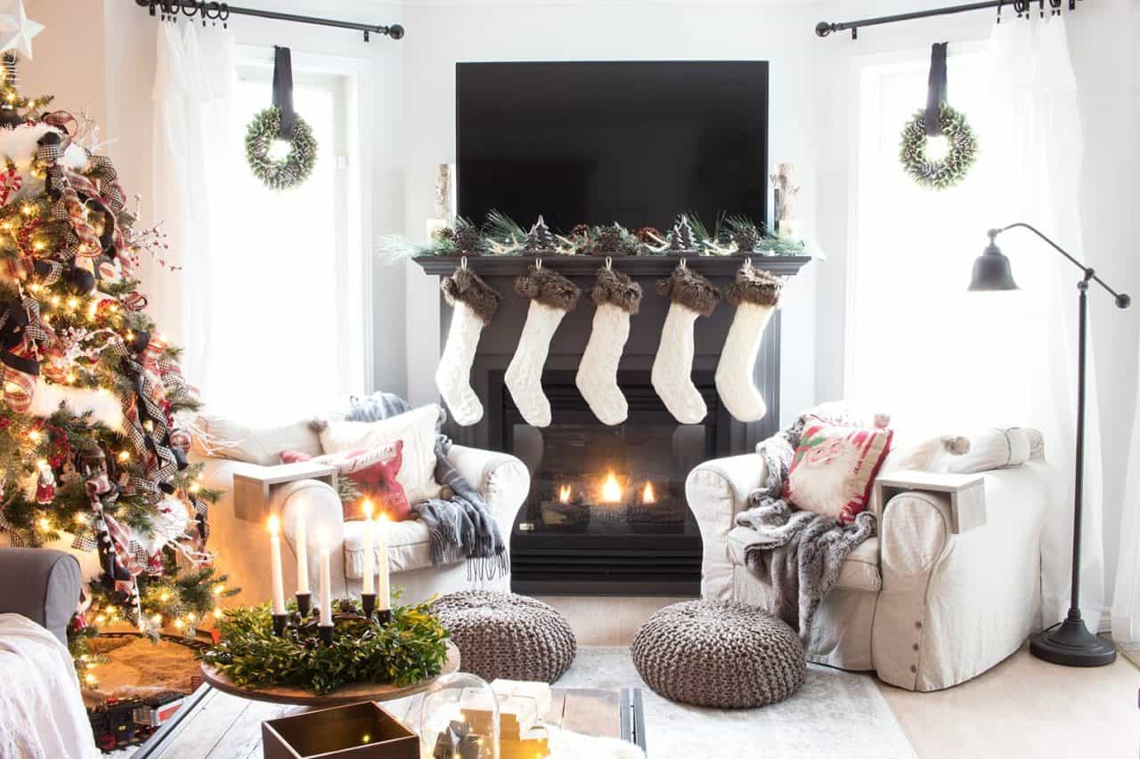 How To Decorate A Mantel For Christmas.How To Decorate A Mantel With A Tv Above It For Christmas