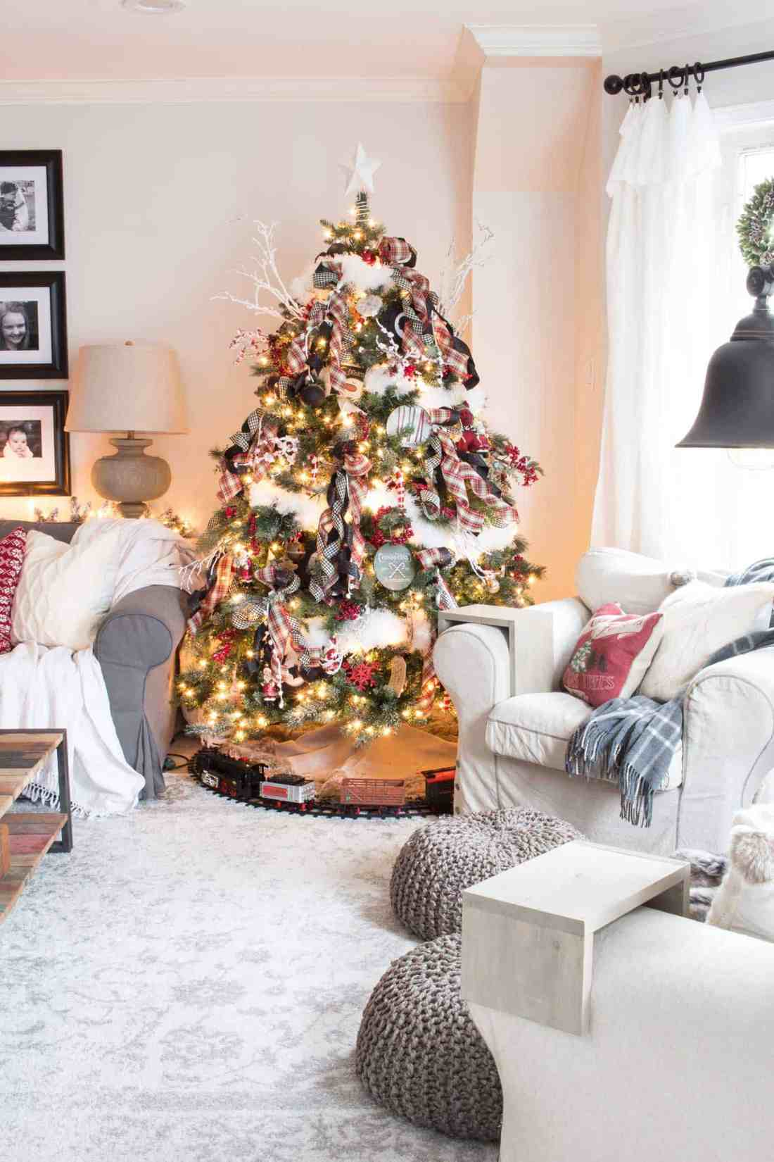 nostalgic-farmhouse-Christmas-tree