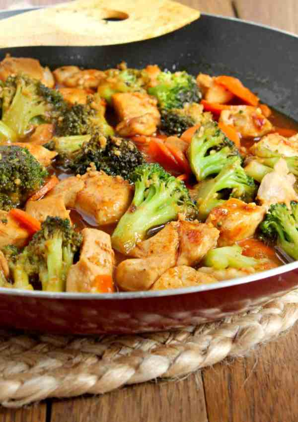 Honey Garlic Chicken Stir Fry with Broccoli & Carrots