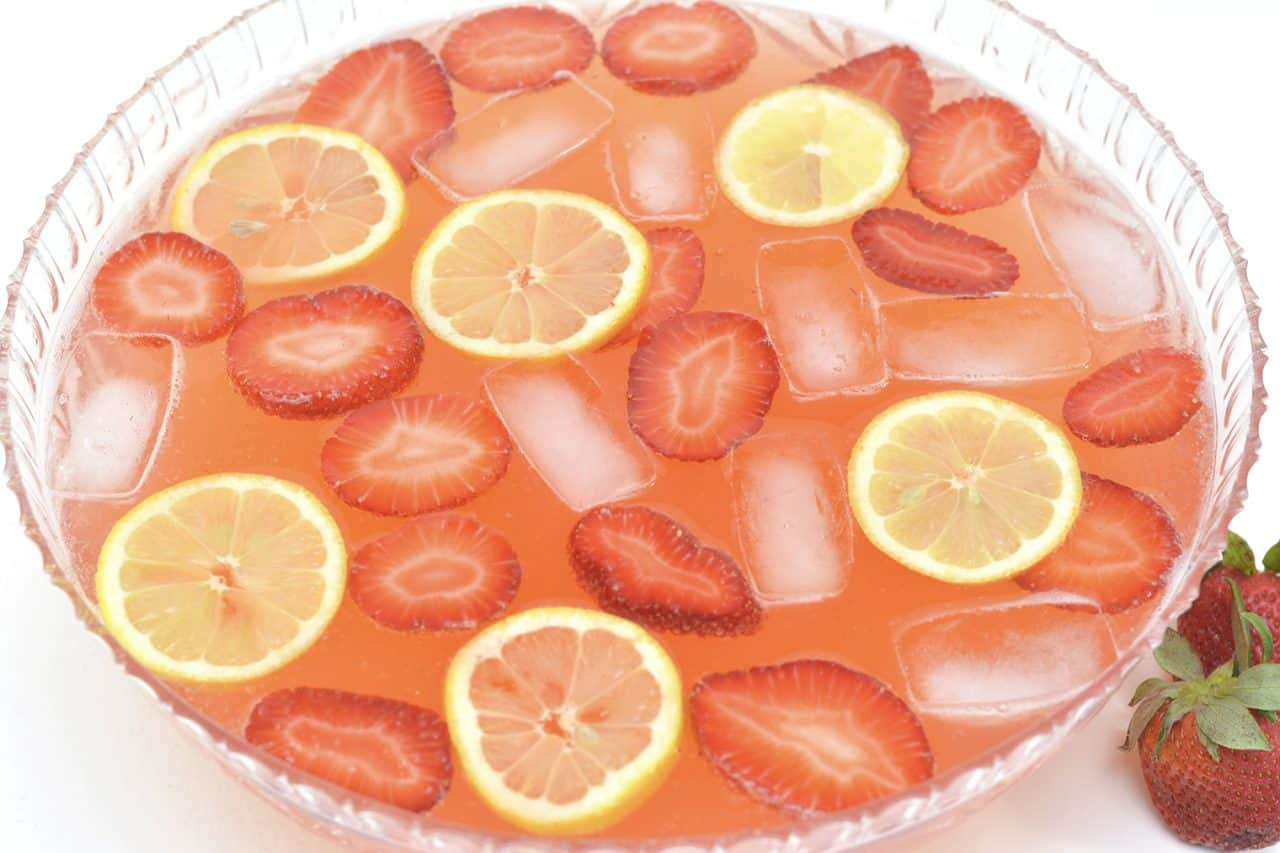 The perfect 'chilling on the patio' drink, this strawberry lemonade moscato punch recipe will make a cool, crisp pitcher full to enjoy with your friends!