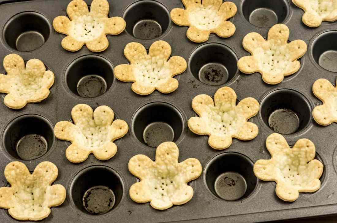 bake flower tarts