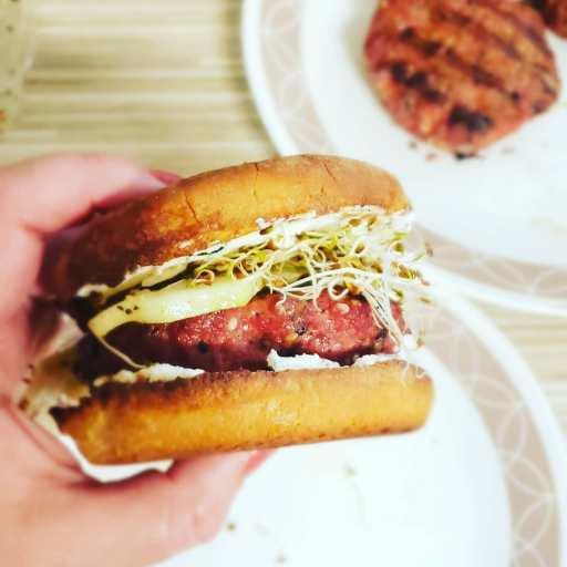 Alfalfa Bagel Burger