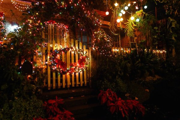 Homemade Parties Christmas House02