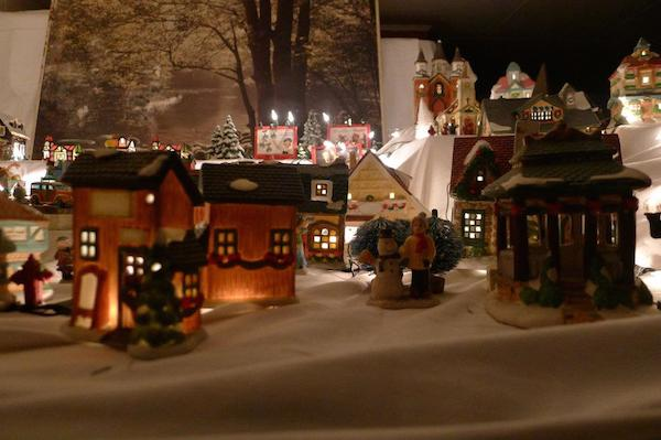 Homemade Parties Christmas House04