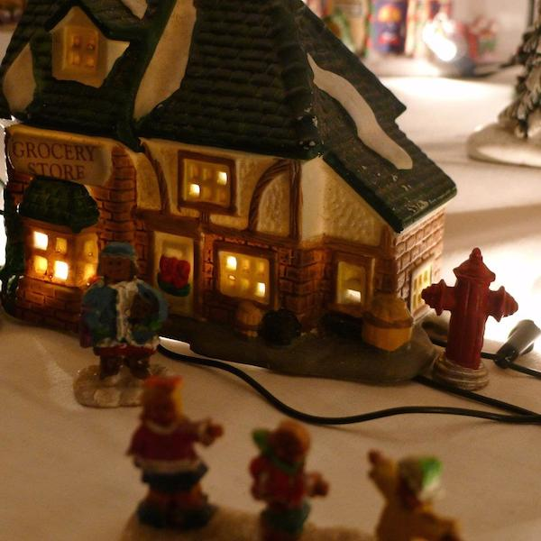 Homemade Parties Christmas House12