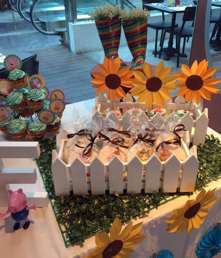 Homemade Parties DIY Peppa Pig Party _ Jose08