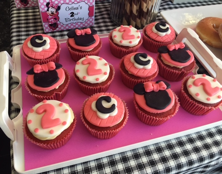 Homemade Parties DIY Party _Minnie Mouse Party Ina04