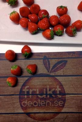 Fruktdealen.se vad där och bjöd på jordgubbar!