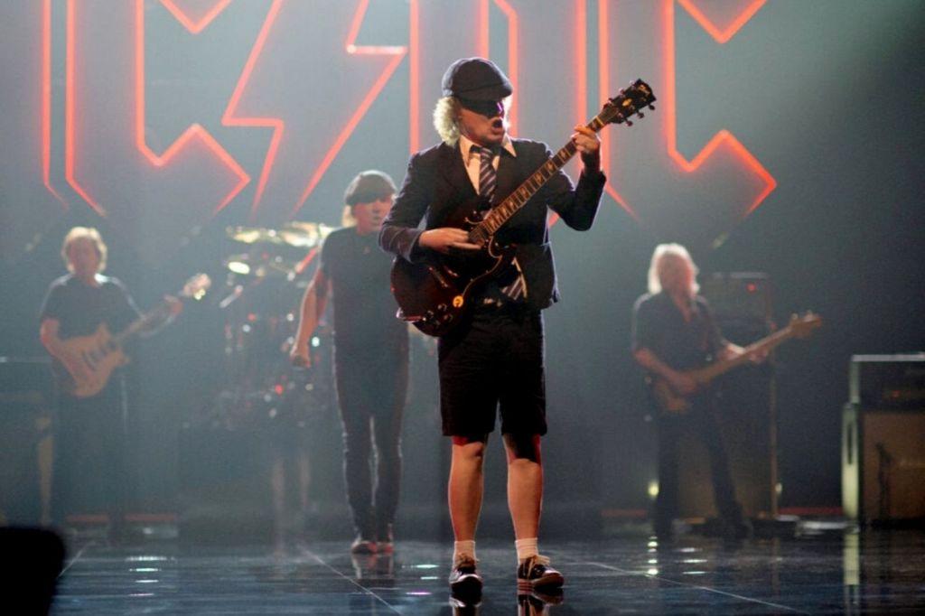 Único - AC-DC lança disco Power Up
