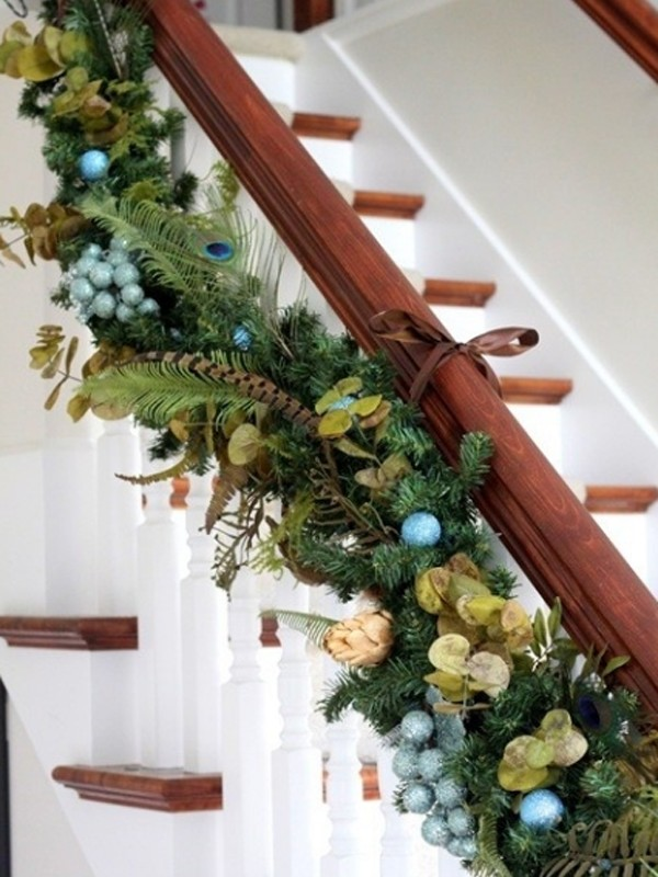 Beautiful Christmas Stair Garland Ideas