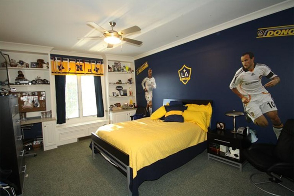 kids-soccer-bedroom-decor