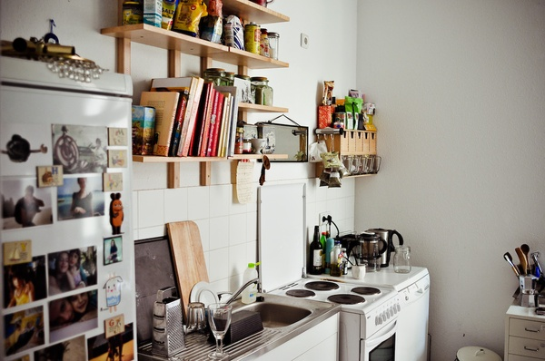 small-kitchen-hanging-storage-ideas