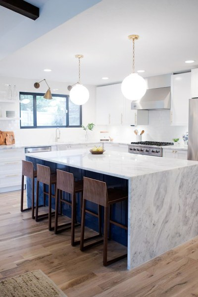 navy-blue-kitchen-island-with-marble-countertop