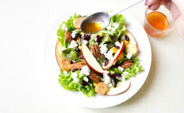 salade-automne-vinaigre-de-cidre-sirop-erable-cranberries-pecan-pomme-crouton-mesclun-chevre-frais-mais