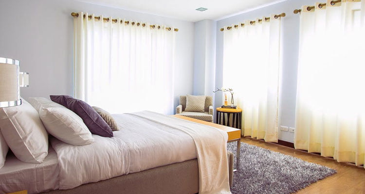 The-magic-behind-the-white-color-and-curtains
