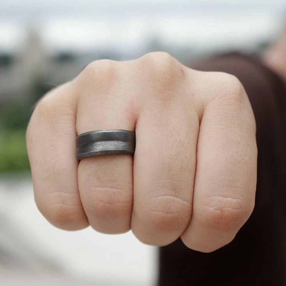 3 aneis masculinos homens que se cuidam