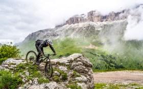 Sellaronda MTB-Tour in Südtirol mitten in den Dolomiten