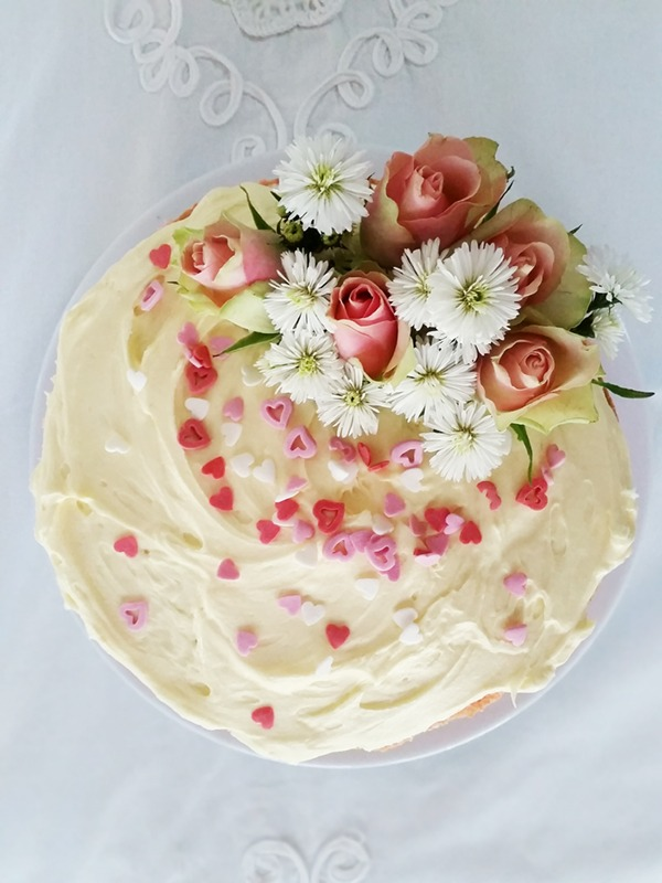 pink ombré cake with roses