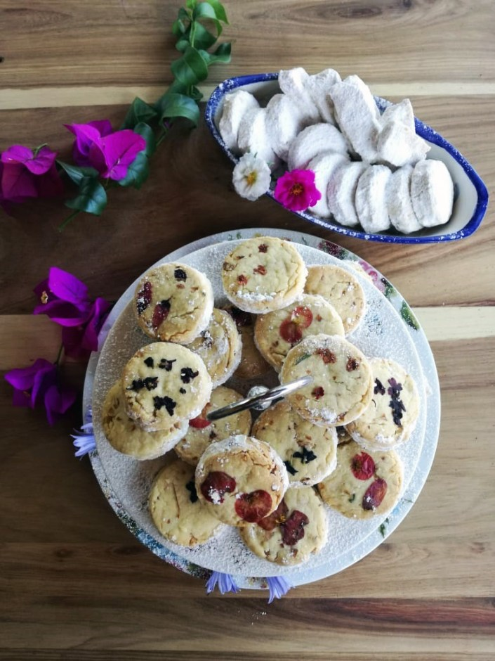 shortbread cookies with edible flowers for new years eve celebration