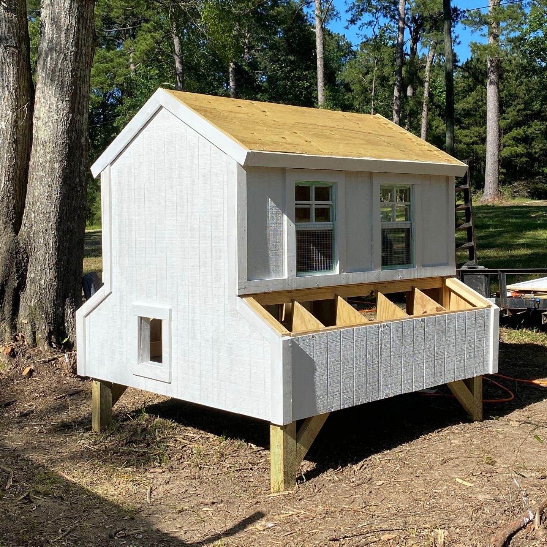 DIY Chicken Coop, DIY Farmhouse Chicken Coop, labrador retriever