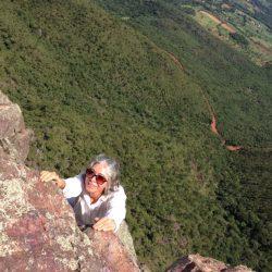 Escalando o a Pedra Grande de Igarapé em 2017, no retiro holístico do centro