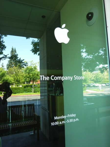 Apple本社のアップルストア