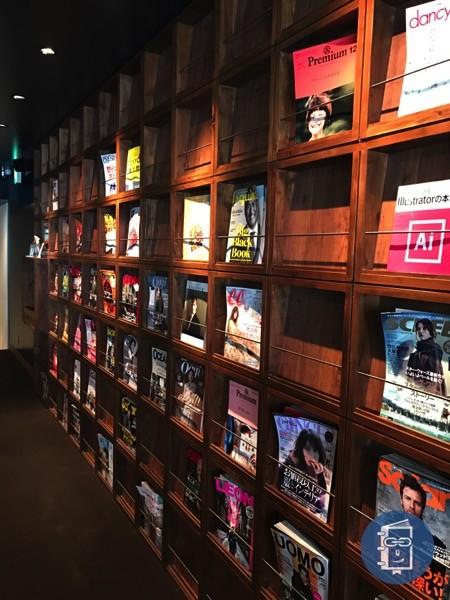 TIMES CAFEの雑誌棚