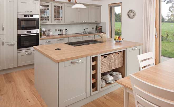 The Howdens kitchen has a hint of Shaker aesthetics, giving just a nod to country styling.