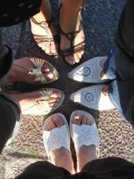 women_group_Feet