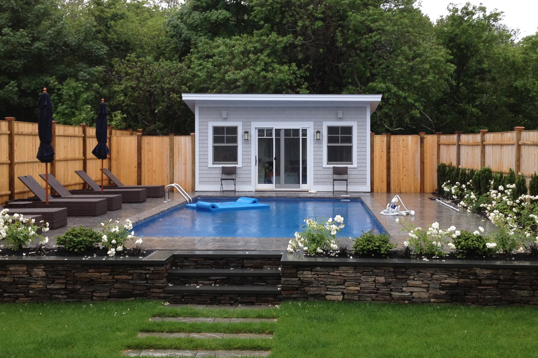 Small Swimming Pool Design For Your Lovely House