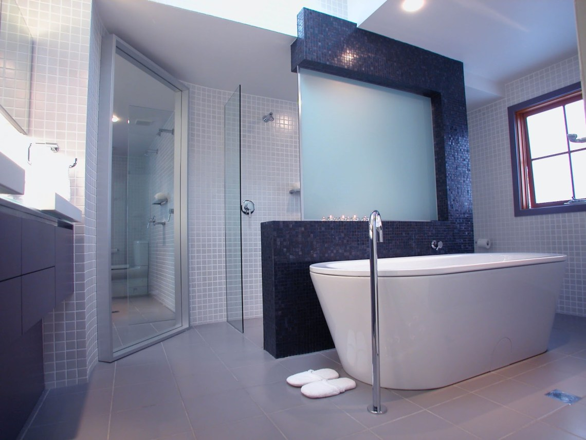 Bathroom Skylight Design Ideas - HomesFeed
