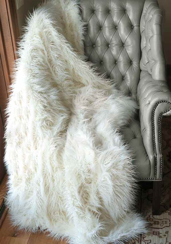 Pretty Faux Fur Blanket Queen Giving The Warmth For Everyone HomesFeed